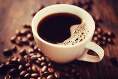 咖啡杯和豆 免版税库存图片