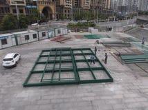 工作者在焊接的建造场所 库存图片