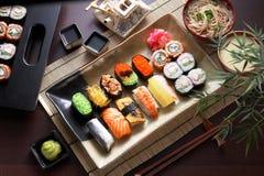 盛肉盘寿司 免版税库存图片