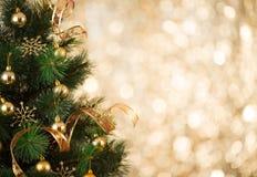 金子defocused光圣诞树背景  免版税图库摄影