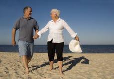 aîné de couples de plage Images libres de droits