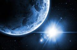 Aarde met zonsopgang in de ruimte Royalty-vrije Stock Foto's