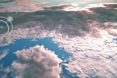 Abrégé sur bleu et blanc air avec la lumière du soleil Photographie stock libre de droits