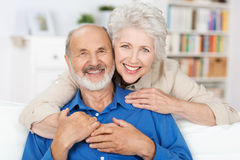 Affectionate elderly couple Royalty Free Stock Images