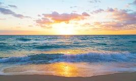 Alba sopra l'oceano in Miami Beach, Florida Fotografie Stock