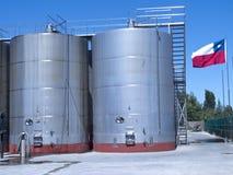 Alguns wine os tanques de fermentação metálicos Imagens de Stock Royalty Free