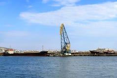 Alte yschts auf dem Seehafenanschluß Stockbild