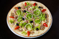 Appetizing pizza with meat of chicken Stock Photography