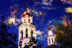 Architectuur van Vladimir-stad, Rusland De aard van de herfst Lange schaduwen en blauwe hemel Royalty-vrije Stock Afbeeldingen