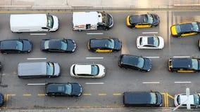 Autos auf der Straße gesehen von oben Lizenzfreie Stockfotografie