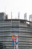 A bandeira das bandeiras e do França da União Europeia voa na meia haste Imagem de Stock