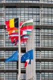 A bandeira das bandeiras e do França da União Europeia voa na meia haste Fotografia de Stock