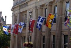 Bandeiras que decoram a embaixada canadense em Londres, Inglaterra Imagem de Stock