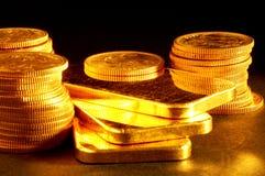 Barra e monete di oro Fotografia Stock Libera da Diritti