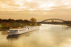 Bateau de croisière sur l'Elbe Photographie stock