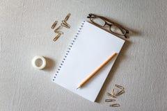 Blocco note e matita Fotografia Stock Libera da Diritti