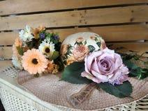Blommor och höhatt Royaltyfri Bild