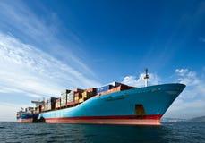Bunkering-Tanker Vitaly Vanykhin-Containerschiff Cornelia Maersk Primorsky Krai Ost (Japan-) Meer 17 09 2015 Lizenzfreie Stockfotografie