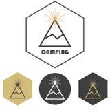 Campa vektorlogo för berg, uppsättning av guld och grå färger Royaltyfri Foto