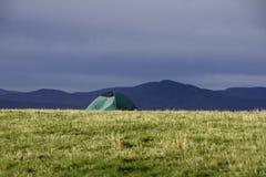 Camper dans les montagnes de Ridge bleu Images stock