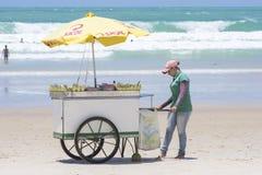 Carretto di vendita sulla spiaggia brasiliana Immagini Stock Libere da Diritti