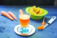 Carrot juice with apple and ginger Royalty Free Stock Photography