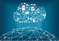 Casa e Internet astuti del concetto di cose Nuvola che computa per collegare i dispositivi wireless globali a vicenda Immagini Stock