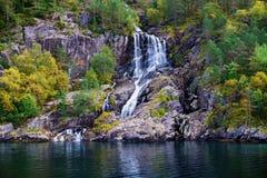 Cascada en Lysefjord Noruega Fotos de archivo