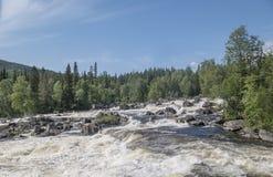 Cascada Myantyukoski Parque nacional de Paanajärvi Fotos de archivo
