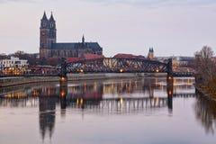 Cathédrale de Magdebourg et pont d'ascenseur Photographie stock libre de droits