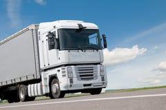 Chiuda sul camion del camion sulla strada Immagine Stock Libera da Diritti