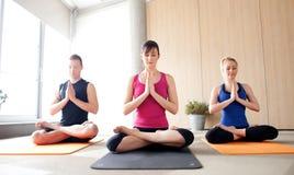 Classe da ioga Fotos de Stock Royalty Free