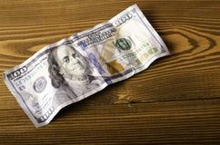 Close-up amarrotado de $ 100 da conta Imagem de Stock