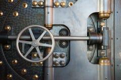 Cofre forte da porta do cofre-forte de banco do vintage Imagem de Stock