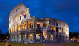 Colosseum bij schemer in Rome, Italië Stock Afbeelding