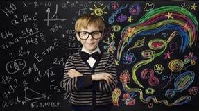 Conceito da educação da faculdade criadora da criança, criança que aprende Art Mathematics Imagem de Stock