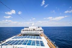 Costa Luminosa della nave da crociera I turisti si rilassano e prendono un bagno del sole su dicembre superiore Immagini Stock