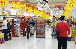 De klanten van de supermarkt Stock Afbeeldingen