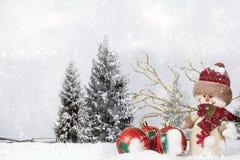 Decorazione di Natale con la figurina di Santa Claus nella neve Fotografia Stock