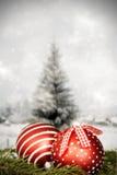 Decorazioni di Natale contro il fondo di inverno Fotografia Stock