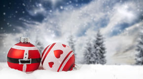 Decorazioni di Natale contro il fondo di inverno Fotografia Stock Libera da Diritti