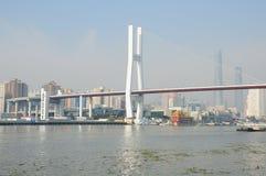 Der Huangpu-Fluss und Nanpu-Brücke Stockbild