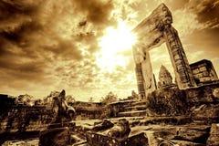 Deuropening in tempelruïne Stock Afbeeldingen