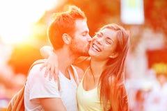 Divertimento de beijo dos pares Fotos de Stock Royalty Free