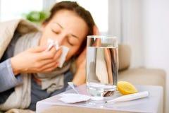 Donna ammalata. Influenza Immagini Stock Libere da Diritti