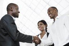 Drie Afrikaanse bedrijfsmensenhanddruk Stock Afbeelding