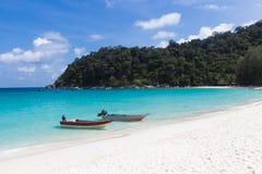 Due piccole barche sulla spiaggia Fotografia Stock Libera da Diritti