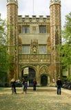 Eingang zum Dreiheits-College, Cambridge Lizenzfreies Stockfoto