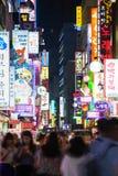 Einkaufsstraße nachts, Seoul Lizenzfreies Stockbild