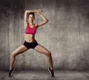 Ejercicio gimnástico de la aptitud de la mujer, danza apta de la chica joven del deporte Fotografía de archivo libre de regalías